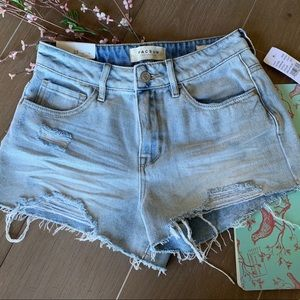 High-rise Bella Blue Distressed Denim Short